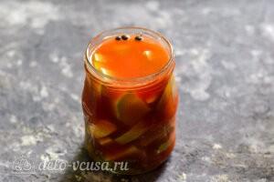 Заливаем кабачки томатным рассолом