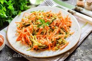 Огурцы с морковью по-корейски готовы