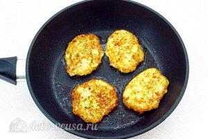Жарим капустные оладьи на сковороде