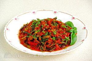 Тушеные чесночные стрелки в томатном соусе готовы