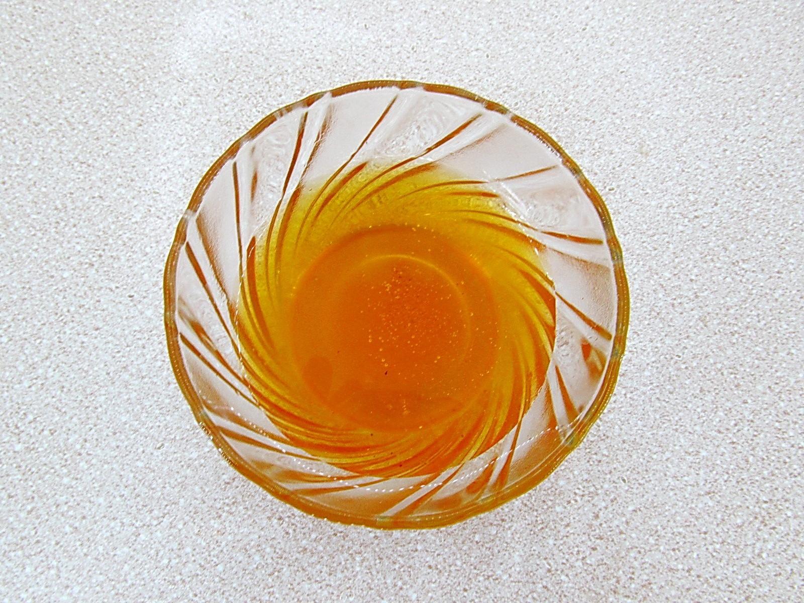 Мед при необходимости прогреваем на водяной бане
