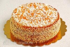 Бисквитный торт со сгущенкой «Тайный комплимент»: Оставляем торт для пропитки и украшаем сверху