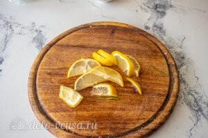 Лимонад тархун: режем лимон дольками