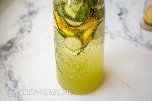 Заливаем лимонад газированной водой и охлаждаем