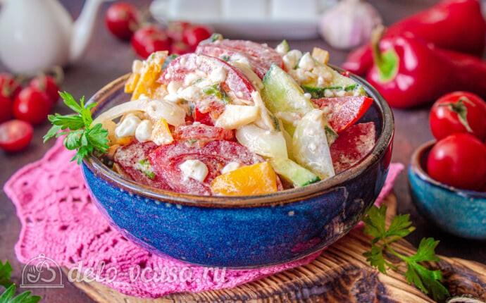 Овощной салат с творогом и базиликом