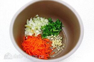 Кладем овощи в чашу мультиварки