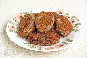 Постные котлеты из гречки с грибами: Готовые гречаники кладем на тарелку