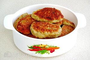 Рыбные котлеты из минтая с картофелем на сковороде готовы