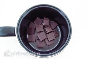 Ломаем шоколад на кусочки