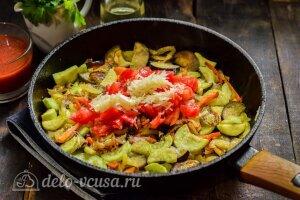 Соте из баклажанов и кабачков: Добавляем помидоры и чеснок