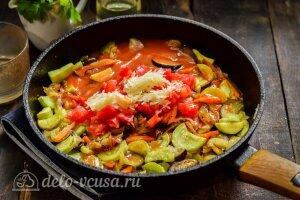 Соте из баклажанов и кабачков: Добавляем специи и томатный соус