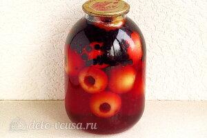 Компот из яблок и черноплодной рябины на зиму: Заливаем фрукты сиропом и закатываем крышкой
