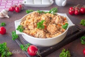 Рис с овощами и фрикадельками готов