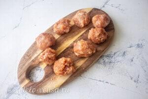 Рис с овощами и фрикадельками: Формируем фрикадельки