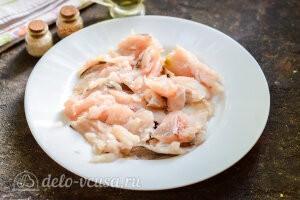 Рыбные котлеты с цветной капустой: Отделяем рыбное филе от костей