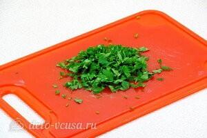 Измельчаем зелень петрушки