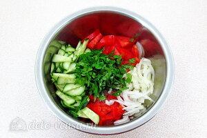 Соединяем подготовленные овощи в миске