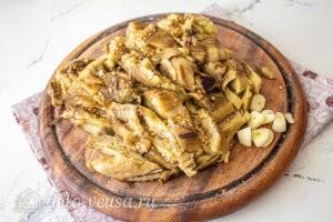 Бабагануш из баклажанов с тахини: Чистим и режем чеснок