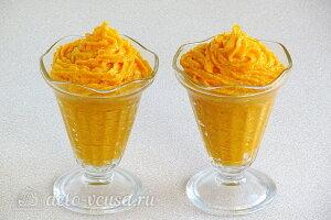 Десертный тыквенный крем с курагой и сливками готов