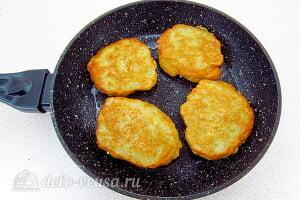 Драники из картошки с начинкой из яиц и лука: Жарим картофельные оладьи с двух сторон