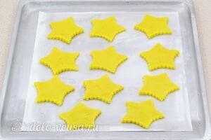 Лимонное печенье с глазурью: Кладем печенье на противень