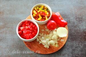 Менемен яичница по-турецки: Овощи режем кубиками