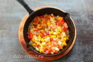 Менемен яичница по-турецки: Обжариваем овощи на сковороде