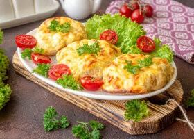 Рецепт диетические мясные ватрушки с сыром и творогом