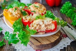 Перец фаршированный курицей и кабачками готовы