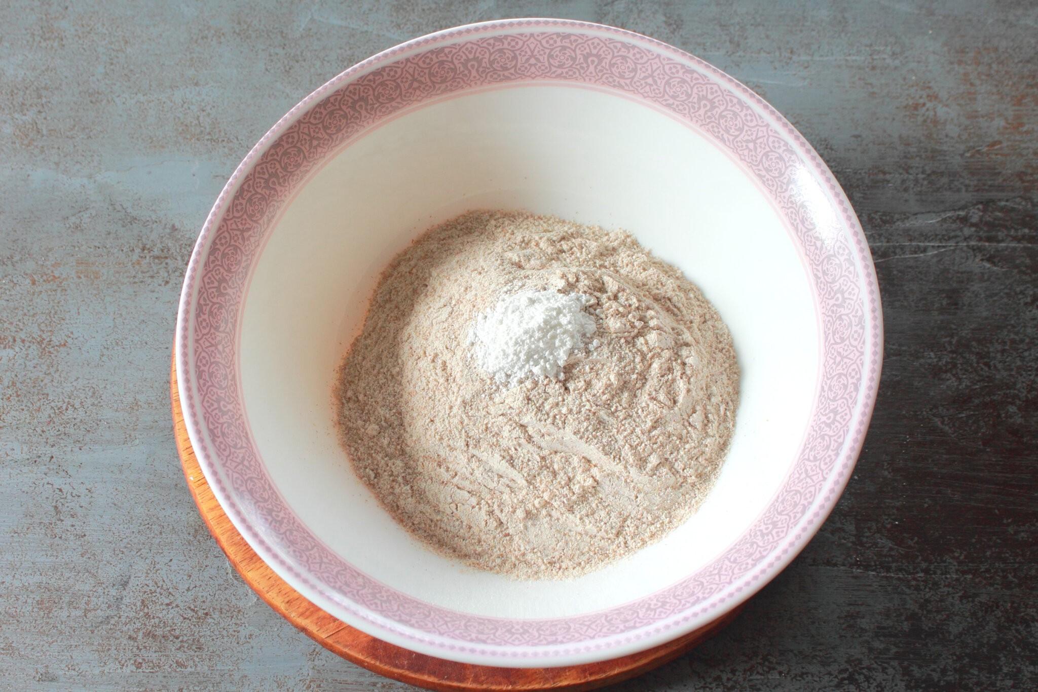 Колбер персиковый: Соединяем сахар с мукой и разрыхлителем