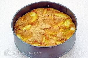 Выпекаем яблочный пирог до готовности в духовке
