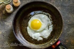 Питтипанна шведская Pyttipanna: Жарим яйцо глазунью