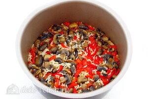 Рис по-креольски с грибами: Варим рис до готовности