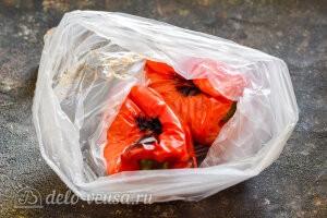 Горячие перцы кладем в пакет