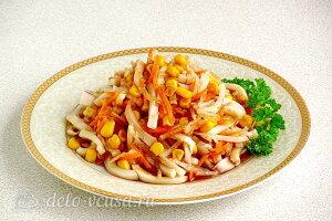 Салат из дайкона с кальмарами: Салат заправляем маслом или майонезом