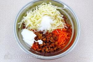 Салат из моркови с яблоком и изюмом: Соедигняем все ингредиенты для сладкого салата
