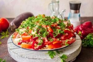 Салат с баклажанами и курицей «Обжора» готов