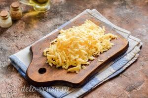 Котлеты из гречневой каши с сыром: Трем сыр на крупной терке