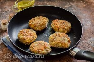 Гречневый котлеты с сыром: Жарим котлеты из гречки на сковороде до готовности
