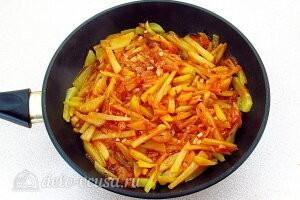 Картофельное рагу по-литовски: Все хорошо перемешиваем