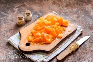 Куриные сердечки в сметане в духовке: Режем помидоры