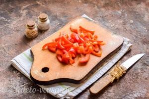 Куриные сердечки в сметане в духовке: Режем перец