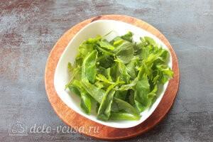 Cалат с инжиром, мягким сыром и беконом: Рвем листья салата