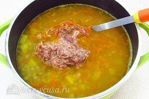 Гороховый суп «Солдатский» с тушенкой: Добавляем тушенку в суп