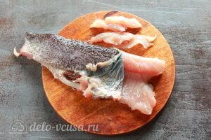 Хе из щуки по-корейски: Снимаем с рыбы шкурку