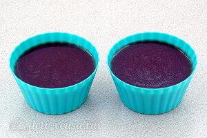 Желе из яблок с черноплодной рябиной: Разливаем желе в формочки и отправляем в холодильник
