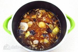 Желе из яблок с черноплодной рябиной: Жмых от яблок и рябины отправляем в кастрюлю с водой