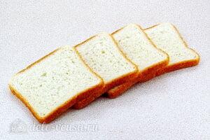 Горячие бутерброды с рыбными консервами в томате: Режем тостовый хлеб ломтиками