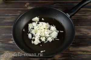 Картофельные зразы с капустой: Жарим репчатый лук