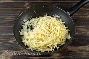 Картофельные зразы с капустой: Жарим капусту на плите